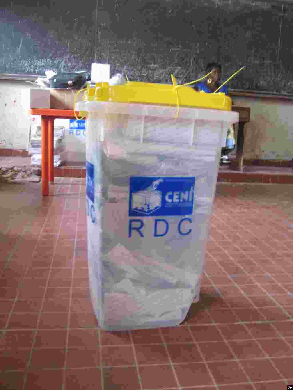 Urne election congolaise Nicolas Pinault VOA