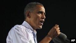 20일 미국 네바다주 라스베가스의 한 고등학교에서 유세 중인 바락 오바마 미국 대통령. 3일 미트 롬니 공화당 후보와의 첫 TV 토론회를 앞두고 있다.