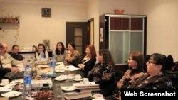 """""""Qadınlara qarçı zorakılığa son"""" kampaniyası"""
