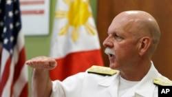 美國太平洋艦隊司令、海軍上將斯威夫特在馬尼拉接受媒體採訪。(2015年7月17日)