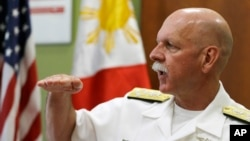 Tân đô đốc Hạm đội Thái Bình Dương của Mỹ, ông Scott Swift, trong buổi phỏng vấn với các ký giả ở Manila hôm 17/7/2015.