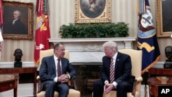 Президент Трамп і міністр Лавров в Овальному кабінеті
