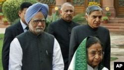 India's Prime Minister Manmohan Singh and President Pratibha Patil arrive at the parliament on the first day of the budget session in New Delhi, February 21, 2011