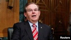 El senador Bob Menéndez dijo que programas como ZunZuneo sirven para promover la democracia en el mundo.