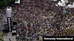 2014年3月30日,幾十萬人聚集在台灣總統府前,抗議總統馬英九和北京簽署的兩岸服務貿易協議。