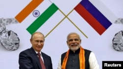 FILE - Russian President Vladimir Putin, left, and India's Prime Minister Narendra Modi attend the inauguration of World Diamond Conference in New Delhi, Dec. 11, 2014.