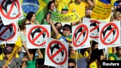 Demonstrators attend a protest against Brazil's President Dilma Rousseff, part of nationwide protests calling for her impeachment, in Sao Paulo's financial center, August 16, 2015.