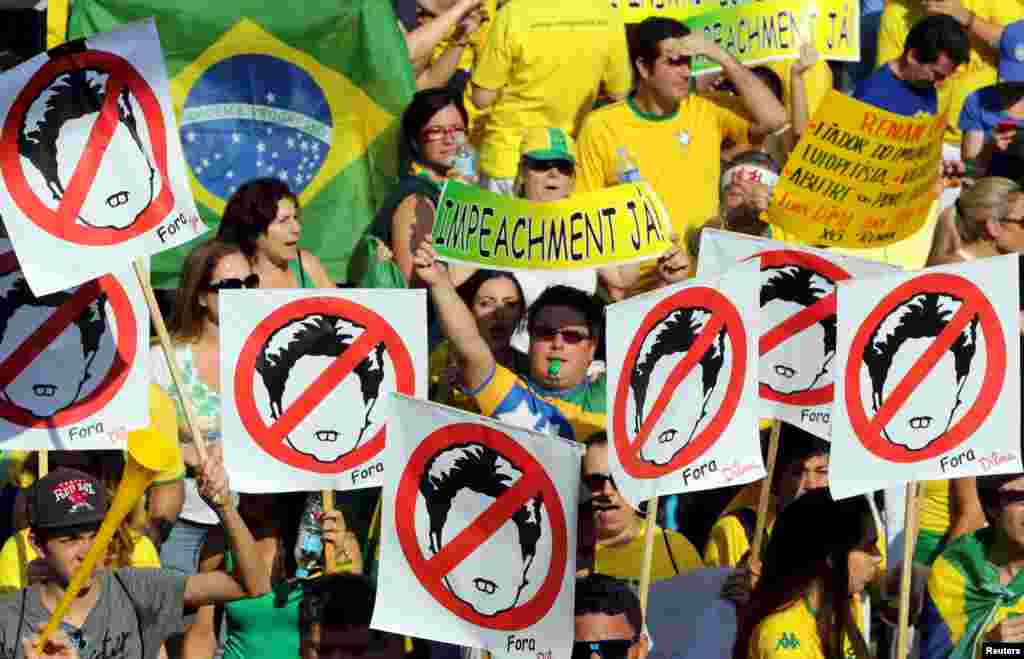 Demonstrators attend a protest against Brazil's President Dilma Rousseff, one of a nationwide series of protests calling for her impeachment, at Paulista Avenue in Sao Paulo's financial center, Brazil, Aug. 16, 2015.