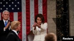 Bà Nancy Pelosi tỏ ra thận trọng trong việc luận tội ông Trump