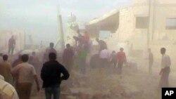 Türk sınırına yakın İdlib ilinin Kfar Nebel kasabasına düzenlenen hava saldırısı