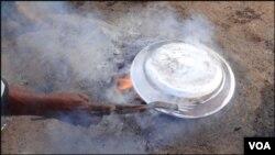 کراچی: تانبے کے برتنوں پر چمکدار قلعی
