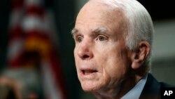 រូបឯកសារ៖ លោក John McCain សមាជិកព្រឹទ្ធសភា និងជាប្រធានគណៈកម្មាធិការសេវាកម្មយោធានៅព្រឹទ្ធសភា។ លោកត្រូវបានគេរកឃើញថាមានជំងឺមហារីកខួរក្បាល។