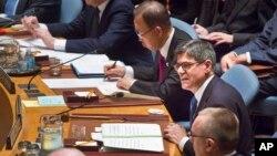 17일 유엔 안전보장이사회 사상 처음으로 열린 이사회 재무장관회의에서 제이콥 루(오른쪽 두번째) 미국 재무장관이 발언하고 있다. 그의 오른쪽은 반기문 사무총장.