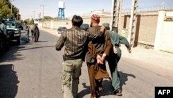 پاکستان کا کہنا ہے کہ کمانڈر اسلم فاروقی پاکستان مخالف سرگرمیوں میں ملوث رہا ہے۔ جسے رواں ماہ پانچ اپریل کو افغان سیکیورٹی فورسز نے گرفتار کیا تھا۔ (فائل فوٹو)