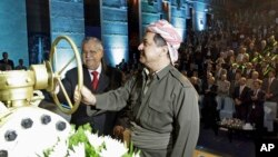 FILE - Kurdish president Massud Barzani (r) and Iraqi President Jalal Talabani open a ceremonial valve during an event to celebrate the start of oil exports from the autonomous region of Kurdistan, in the northern Kurdish city of Irbil, Iraq, June 1, 2009