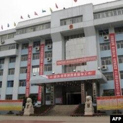 被烧的县政府大楼现已修复