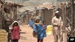 افغان پناہ گزین پاکستان کا ایک مستقل مسئلہ
