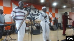 Músicos no centro cultural da Kilamba