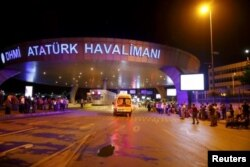 فرودگاه آتاتورک در شرق استانبول قرار دارد.