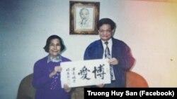 Ông Dương Danh Dy (phải) trong tấm ảnh được Nhà báo Huy Đức đăng lên trang Facebook cá nhân ngay sau khi ông qua đời hôm 18/9.