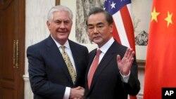 Çin Dışişleri Bakanı Wang Yi ve ABD Dışişleri Bakanı Rex Tillerson