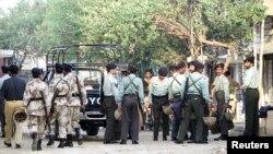 پاکستانی سکیورٹی اہلکار (فائل فوٹو)