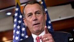 12일 미국 워싱턴 기자회견장에서 공화당 소속 존 베이너 하원의장이 잠정적으로 타결된 예산안에 대해 입장을 밝히고 있다.