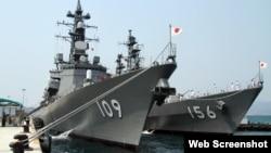 일본 해상자위대 호위함 '아리아케'와 '세토기리'가 12일 베트남 깜라인만에 기항했다.