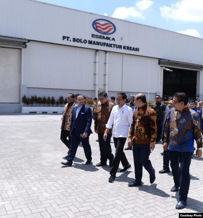 Presiden Jokowi meresmikan pabrik mobil Esemka, PT Solo Manufacturing Kreasi SMK di Boyolali Jawa Tengah, Jumat 6/9 (Courtesy: Setpres RI).