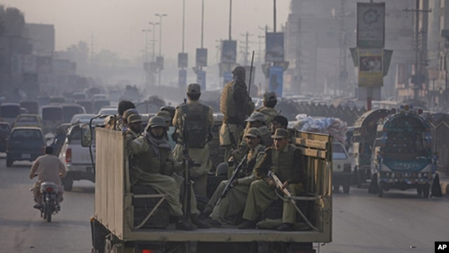 Paramilitary forces patrol the streets of Peshawar, in northwest Pakistan November 26, 2011. NATO helicopters attacked a military checkpoint in northwest Pakistan on Saturday, killing up to 28 troops and prompting Pakistan to shut vital supply routes for