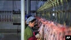 북한 두단 오리가공공장의 노동자 (자료사진).