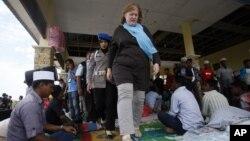 Asisten Menlu AS Anne Richard mengunjungi kamp pengungsi Rohingya dan Bangladesh di Kuala Cangkoi, Aceh hari Selasa (2/6).