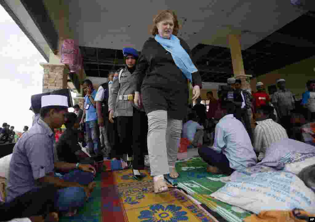 U.S. Assistant Secretary of State for Population, Refugees, and Migration Anne C. Richard walks among Rohingya migrants during her visit to a temporary shelter in Kuala Cangkoi, Aceh province,  June 2, 2015.