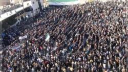 تظاهرات در ادلب علیه بشار اسد پس از نماز جمعه. سوریه ۴ دسامبر ۲۰۱۱