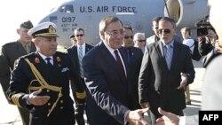 Sekretari amerikan i mbrojtjes Leon Paneta viziton Libinë