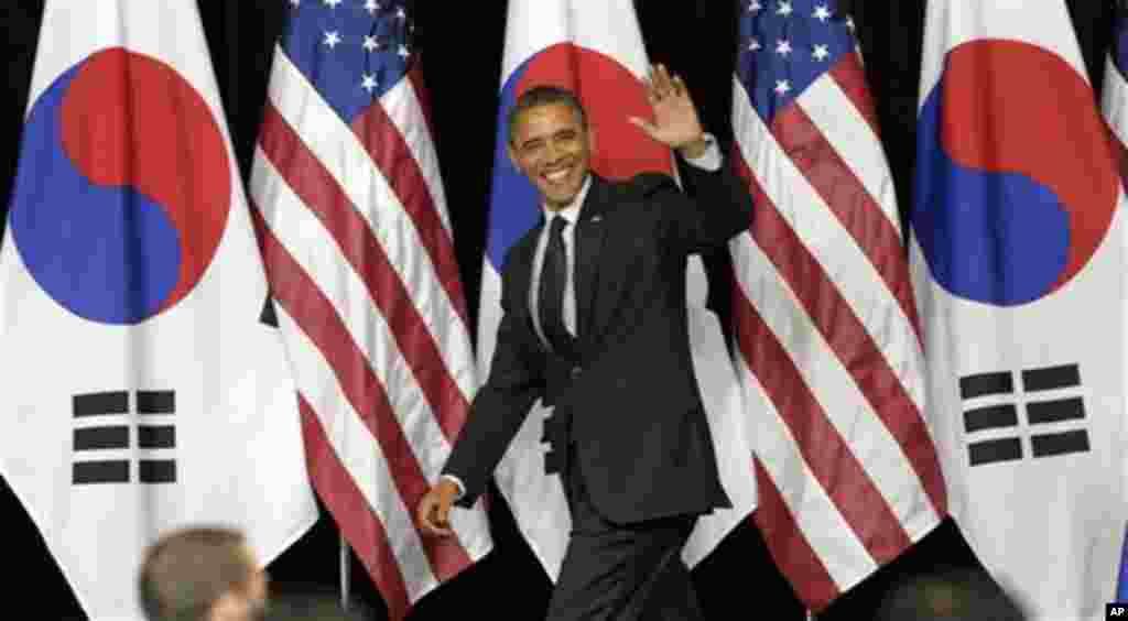 U.S. President Barack Obama arrives to speak at Hankuk University in Seoul, South Korea, Monday, March 26, 2012. (AP Photo/Susan Walsh)