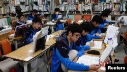 FILE - Students retaking college entrance exams attend class at Deung Yong Moon Boarding School in Kwangju, 40 kilometers (25 miles) southeast of Seoul, Oct. 30, 2012. Operators of the ACT college entrance exam on Saturday canceled the test for South Korea and Hong Kong.