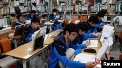 FILE - Students retaking college entrance exams attend class at Deung Yong Moon Boarding School in Kwangju, 40 kilometers (25 miles) southeast of Seoul, Oct. 30, 2012. Operators of the ACT college entrance exam on Saturday canceled the test for all of Sou