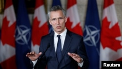 Tổng thư ký NATO Jens Stoltenberg phát biểu trong một cuộc họp báo với Thủ tướng Canada Justin Trudeau ở Ottawa, tỉnh Ontario, Canada, ngày 4 tháng 4, 2018.