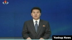북한 조선중앙TV 아나운서가 20일 북한 인권문제를 국제형사재판소(ICC)에 넘기도록 권고하는 내용의 인권결의안을 비난하는 '외무성 대변인 성명'을 발표하고 있다. (자료사진)