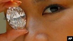 118克拉白色蛋形钻石