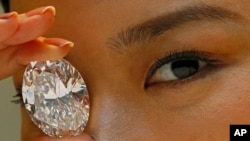 118克拉的白色蛋形鑽石