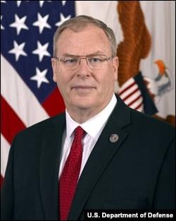 美国国防副部长罗伯特•沃克(Robert Walker)(美国国防部照片)