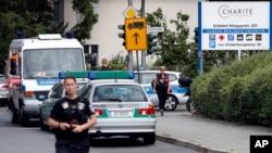 2016年7月26日,警察在德国柏林施特格利茨区本杰明∙富兰克林医院前执勤