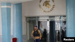 مهاجمان انتحاری طالبان شنبه شب به هتل اینترکنتیننتال در شهر کابل حمله کردند، که حدود ۱۳ ساعت طول کشید و ۲۲ کشته بر جای گذاشت.