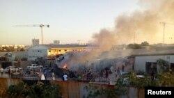 La fumée s'élève pendant des affrontements entre des groupes armés rivaux à Tripoli, en Libye, le 2 septembre 2018.