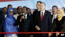Madaxweynaha Turkey oo xadhiga ka jaraya terminaalka cusub ee garoonka Muqdisho.