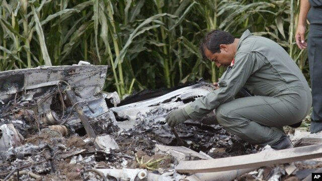 Autoridades investigan las causas del accidente mientras se realizan las labores para recuperar los restos de las víctimas.