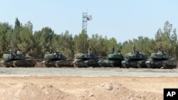 Xe tăng của Thổ Nhĩ Kỳ đóng gần biên giới Syria, ở Karkamis, Thổ Nhĩ Kỳ, ngày 3 tháng 9, 2016.