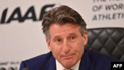 Le président de l'IAAF Sebastian Coe lors d'une conférence de presse à Doha, Qatar le 25 septembre 2019.